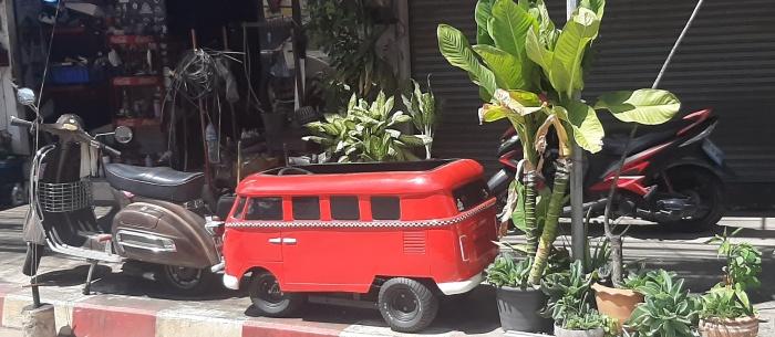 VW Bully als kleine Modell in rot